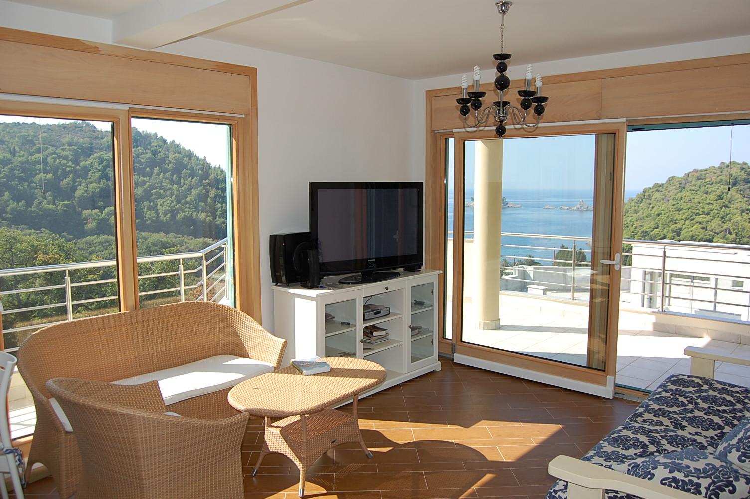 Дешево квартиру заграницей купить на море